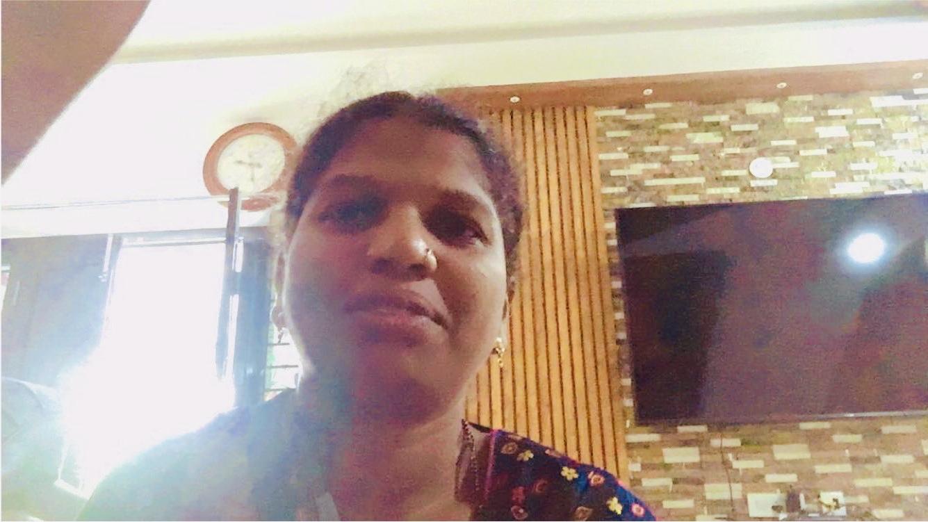 ఒక అమ్మాయి పేరు దివ్య ఆమె గాంధీతాత కోసం ఏడుస్తోంది మరియు మెంటల్గా ఉంది