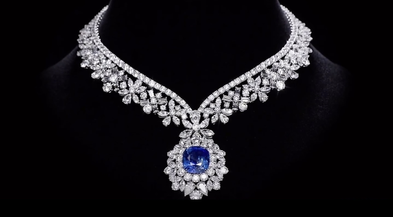 Grandaughter of former Kuwait Emir, Sheikha Maryam Al-Sabah buys one of the world's most expensive necklace set for $20,000,000.